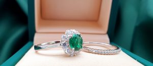 emerald engagement jewellery